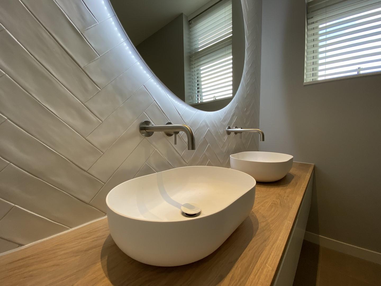 Solid surface sanitair